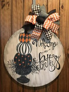Welcome My Pretties Door Hanger Sippin' Saucers - October 19 2019 at Halloween Door Hangers, Fall Door Hangers, Halloween Signs, Halloween Crafts, Cross Door Hangers, Christmas Door Hangers, Letter Door Hangers, Halloween Ideas, Wooden Door Signs