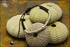 Pulsera tira bolas de plata. Joyería artesanal personalizada
