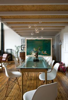 glass top table and eames chairs