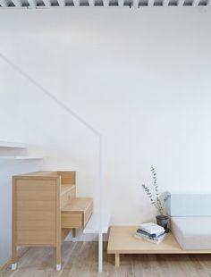 Tato Architects a réalisé une maison familiale dans un quartier urbain dense de la ville de Itami au Japon.