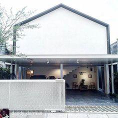 A House in Solo, Solo by @dendy_darman  #indonesiaarchitecture  @Regrann from @dendy_darman -  tanggal muda rumah muda , makasih keluarga Sabarno mempercayai untuk buat rumah barunya ,selamat hari pertama di rumah barunya .#dendy&darmanstudio#u&kl#unkl347 #usandkindoflife