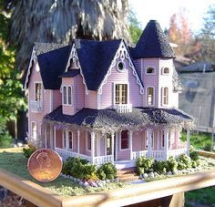 Lori's little house by It's a miniature life.is playing with clay Victorian Dolls, Victorian Dollhouse, Modern Dollhouse, Dollhouse Ideas, Miniature Rooms, Miniature Houses, Fairy Houses, Doll Houses, Mini Doll House