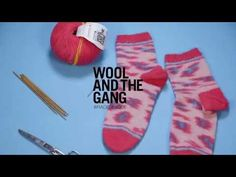 Knitting Timelapse: Super Speedy Kinda Magic Socks - Wool and the Gang. Lil speedy time lapse of our knitter Naomi making the Kinda Magic Socks in the Pink Paws colour way. Step by step tutorials on how Chunky Knitting Patterns, Knitting Kits, Circular Knitting Needles, Knitting Videos, Arm Knitting, Knitting Socks, Knit Socks, Booties Crochet, Crochet Slippers