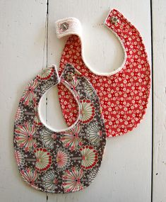 terry cloth and cotton baby bib - tutorial {includes printable pattern pieces}