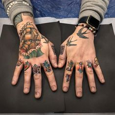 We have collected some great finger tattoos ideas for men. That can be a great inspiration for you to get your next finger tattoo. Tattoos 3d, Knuckle Tattoos, Modern Tattoos, Unique Tattoos, Body Art Tattoos, Tribal Tattoos, Sleeve Tattoos, Cool Tattoos, Sailor Tattoos