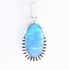This beautiful, feminine pendant