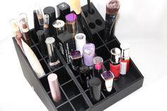 On papote beauté et plus particulièrement rangement Make-up avec la découverte de la marque UNIQ qui nous propose des rangements maquillage modulables sur www.uniqorganizer.com