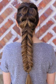 The braid on the top is a looped through trick with regular fishtail at the bott...