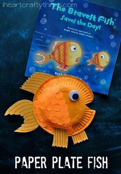 Pair reading and educational kids crafts together to make learning more fun for kids. They'll love this paper plate fish craft!