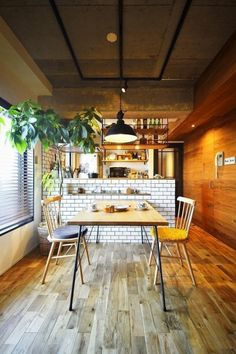 Plant separate bar and work table Kitchen Dinning Room, Kitchen Living, Dining Area, Primitive Kitchen, Building A New Home, Kitchen Gifts, Shop Interiors, Interior Architecture, Loft