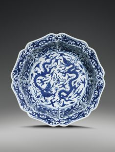 A BLUE AND WHITE LOBED 'DRAGON' BASIN, CHINA, MING DYNASTY, WANLI MARK AND PERIOD (1573-1620)