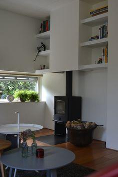 Detailfoto maatwerk planken/haardkast. Ontwerp Binnenkijken Interieuradvies/Steigerhoutenzo.com. Uitvoering door www.steigerhoutenzo.com