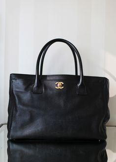 CHANEL Black Caviar Leather Cerf Executive