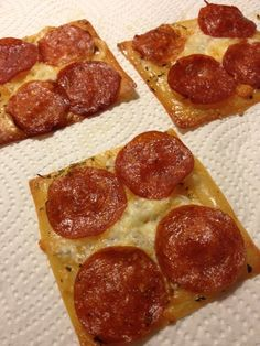 Pepperoni Wonton Smackers or a pizza topping of your choice Wonton Recipes, Ww Recipes, Low Carb Recipes, Appetizer Recipes, Cooking Recipes, Appetizers, Atkins Recipes, Diabetic Recipes, Chicken Recipes