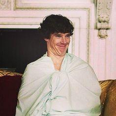looks soooo adorable in this!He looks soooo adorable in this! Sherlock Poster, Sherlock Holmes 3, Sherlock Holmes Benedict Cumberbatch, Sherlock Fandom, Benedict Cumberbatch Sherlock, Sherlock John, Sherlock Quotes, Johnlock, Martin Freeman