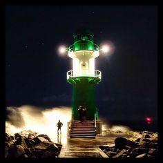 Windstärke #Warnemünde #Rostock (hier: Warnemünde) Night Light, Light Up, Hanse Sail, Baltic Sea, Land Scape, Sunrise, Beautiful Places, Lighthouses, Ocean