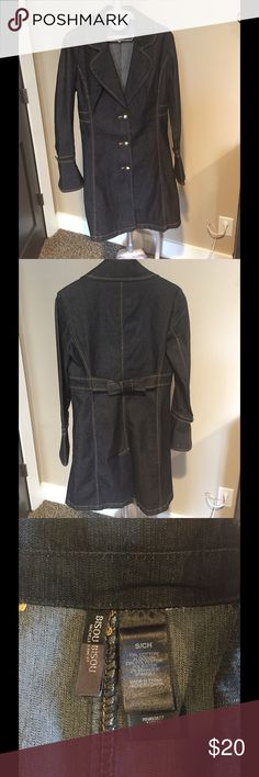 BISOU BISOU Dark denim long coat💙 This dark denim long coat by BISOU BISOU a fashion statement and very flattering!! It is a size S and has cute bell cuffs with three buttons. This coat is in excellent condition with no flaws. Bisou Bisou Jackets & Coats Jean Jackets