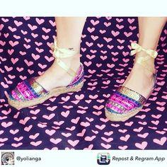 @yolianga enamorada  de sus #alpargatas @carinavalentina  #espardeñas #bags #bolsodemano #bolsosdelujo #bolsosoriginales #bohochic #luxury #lujo #elegant #mujer #style #artesania #diseñadoradebolsos #diseñadora #diseñadoravalenciana #modafemenina #bolsosdediseño #madeinspain #capazosoriginales #pintadoamano #handmade #cabas #spain #tendencias #carinavalentina