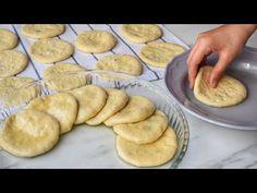 İrmik kullanılarak hazırlana, baklava kıvamında bir şerbetli tatlı tarifi. Bu tatlıyı artık bayramlarda yada önemli günlerde, tepsi tepsi yapıp ikram Diy Stuffed Animals, Cookies, Baking, Breakfast, Desserts, Youtube, Pallet Ideas, Persian, Embroidery Bags