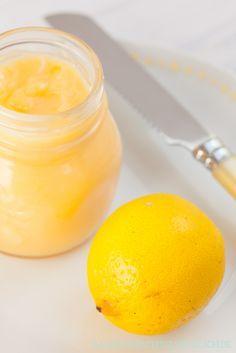 Schnelles Rezept für Lemon Curd (Zitronencreme) - Sonne auf den Teller!   http://www.backenmachtgluecklich.de