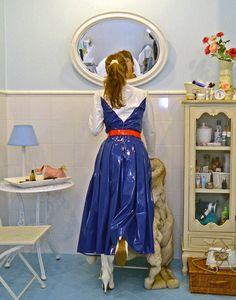 Raincoats For Women Seasons Girls Raincoat, Yellow Raincoat, Raincoats For Women, Jackets For Women, Pvc Skirt, Mode Latex, Nylons, Rubber Dress, Skinny