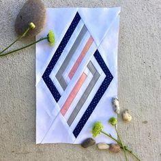 Best ideas for patchwork quilt diy paper piecing Paper Pieced Quilt Patterns, Quilt Block Patterns, Pattern Blocks, Pattern Paper, Quilt Blocks, Patchwork Fabric, Diy Unicorn, Geometric Quilt, Quilt Modernen