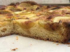 Faire une tarte briochée aux fruits – Torchons & Serviettes Foie Gras, Banana Bread, French Toast, Cheesecake, Healthy Recipes, Healthy Food, Sweets, Breakfast, Desserts