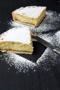 La clásica y deliciosa Tarta de Ricota, esta versión con relleno del argentino Dulce de Leche. Mi versión imperdible!!! Decadent Cakes, Pastry And Bakery, Chocolate Cupcakes, Cake Cookies, Vanilla Cake, Cake Recipes, Cheesecake, Food Porn, Food And Drink