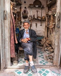 Uyghur man in his little shop in Kashgar. We Are The World, People Of The World, Tante Emma Laden, Urumqi, Native American Wisdom, Living Styles, Silk Road, China Travel, Central Asia
