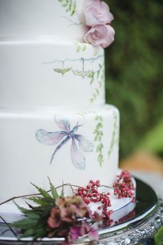22 Hand Painted Wedding Cakes That Will Inspire You!   See more at http://www.wantthatwedding.co.uk/2014/09/03/22-hand-painted-wedding-cakes-will-inspire/