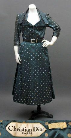 Christian Dior 1948 Envol Dress in Polka Dots Fifties Fashion, Retro Fashion, Vintage Fashion, Classic Fashion, Vintage Dior, Vintage Dresses, Vintage Outfits, Vintage Couture, Christian Dior