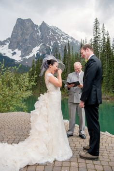 The mountains you're about to see don't look real, but I promise they are! (See: Emerald Lake Lodge ) To match the scenery, every detail is equally vivid and stunning from the yellow bridesmaid dresse. Yellow Bridesmaid Dresses, Wedding Dresses, Emerald Lake, Canadian Rockies, Wedding Couples, Wedding Inspiration, Wedding Ideas, Bride Groom, Willow Flower