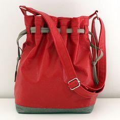 Patron sac Calypso : ce sac seau moderne est un caméléon qui s'adaptera aux styles et aux saisons.