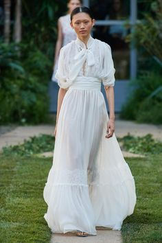 Luisa Beccaria Spring 2020 Ready-to-Wear Fashion Show Collection: See the complete Luisa Beccaria Spring 2020 Ready-to-Wear collection. Look 31 Only Fashion, Fashion Week, Fashion 2020, Spring Fashion, Fashion Show, Fashion Fashion, Winter Fashion, Fashion Outfits, Milan Fashion