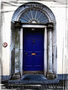 I think I want to paint my front door blue like this it's just talking Kelly into letting me do it