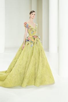 Elie Saab Couture, Style Couture, Couture Fashion, Fashion News, Fashion Show, Fashion Trends, Women's Fashion, Collection Couture, Strapless Dress Formal