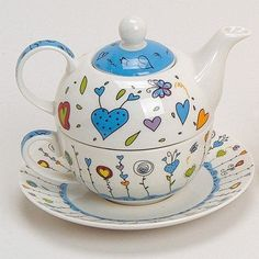 Tea For One Teapot Set With Cup And Saucer In Gift Box 17 x 13 cm Flowers/Hearts
