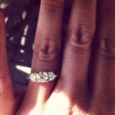 beauty three diamond stone ring