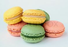 2169256-traditional-french-dessert-colorful-macarons.jpg (800×556)