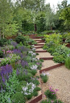 Smart Ideas for Sloped Garden Design Pictures - h o m e. - Smart Ideas for Sloped Garden Design Pictures - h o m e. Gravel Garden, Garden Paths, Terraced Garden, Veg Garden, Garden Art, Back Gardens, Outdoor Gardens, Amazing Gardens, Beautiful Gardens