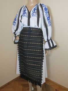 A genuine hallmark of the shepherds in Carpathian Mountains, in between Sibiu and Valcea counties, the costume of this area has a well defined personality through the black and white contrast which the basic pieces display. The beauty and the elegance of the apparel aroused the admiration of the intelligentsia, who adopted this costume as as a national emblem at the beginning of the 20th century.