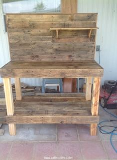 Potting Bench Made with Wooden Pallets | Pallet Ideas