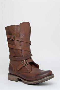Steve Madden Banddit in brown leather.
