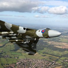 The Avro Vulcan is an iconic example of British aerospace engineering at its best. Navy Aircraft, Aircraft Photos, Military Jets, Military Aircraft, V Force, Military Flights, Avro Vulcan, Delta Wing, Amazing Pics