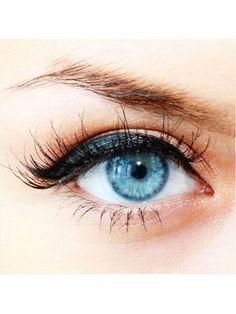 Prettiest Instagrams of the Week: black eyeliner and flirty lashes | allure.com