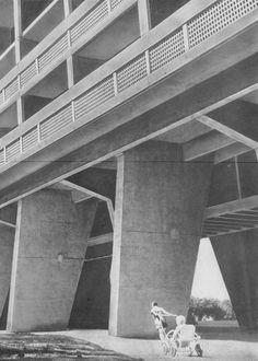 Ле Корбюзье / Le Corbusier. Жилая единица (Unité d'Habitation), Nantes-Reze, Франция. 1952-1955 Co Housing, Le Corbusier, Opera House, Architecture, Building, Nantes, Arquitetura, Buildings, Construction