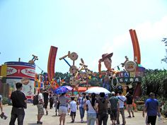 Toy Story Land in Disneyland. Avoid long queues by using the Single Rider line