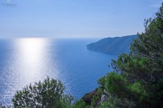 Traveling around Greece and taking photos.Greek Islands are very beautiful.One of the most amazing places that you ever been Greece Travel, Travel Around, The Good Place, Travel Tips, Greek, Meal, River, Island, Mountains