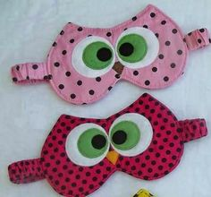 Eu Amo Artesanato: Máscara de dormir de corujinha com molde Fabric Crafts, Sewing Crafts, Sewing Projects, Owl Crafts, Diy And Crafts, Owl Pillow, Diy Couture, Diy Mask, Sleep Mask