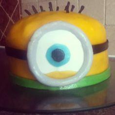 minion van verschrikkelijke ikke gemaakt van taart met een marchmallow en buttercream vulling!!!